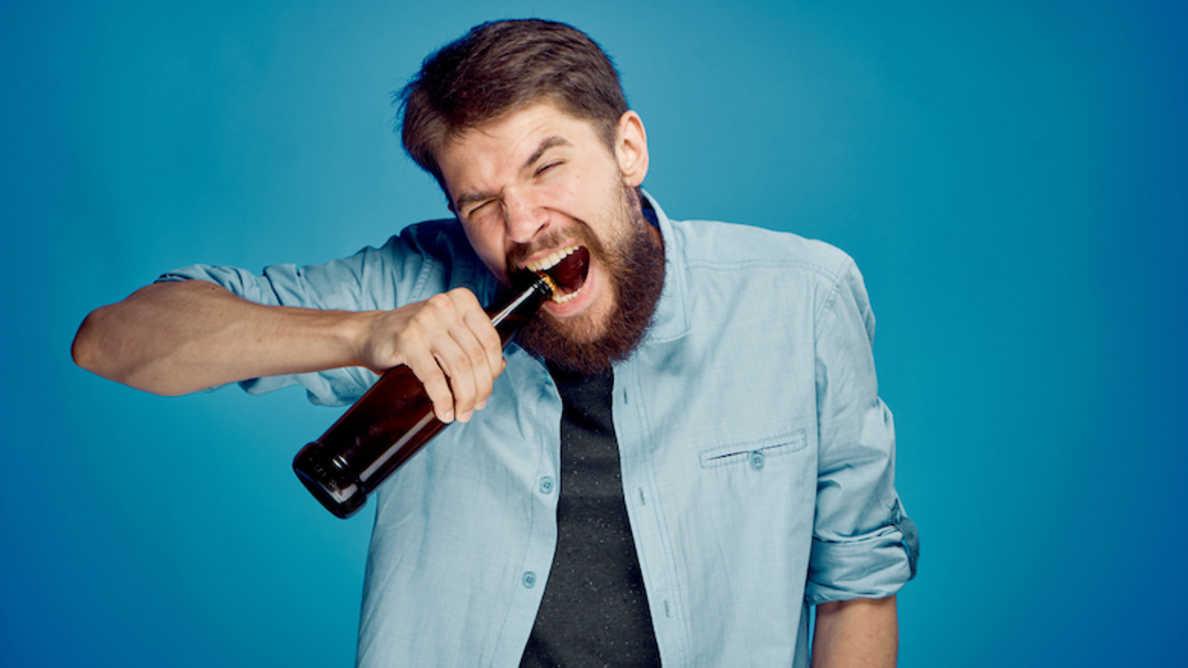 Od otvaranja flaša do kidanja selotejpa – rizični načini upotrebe zuba